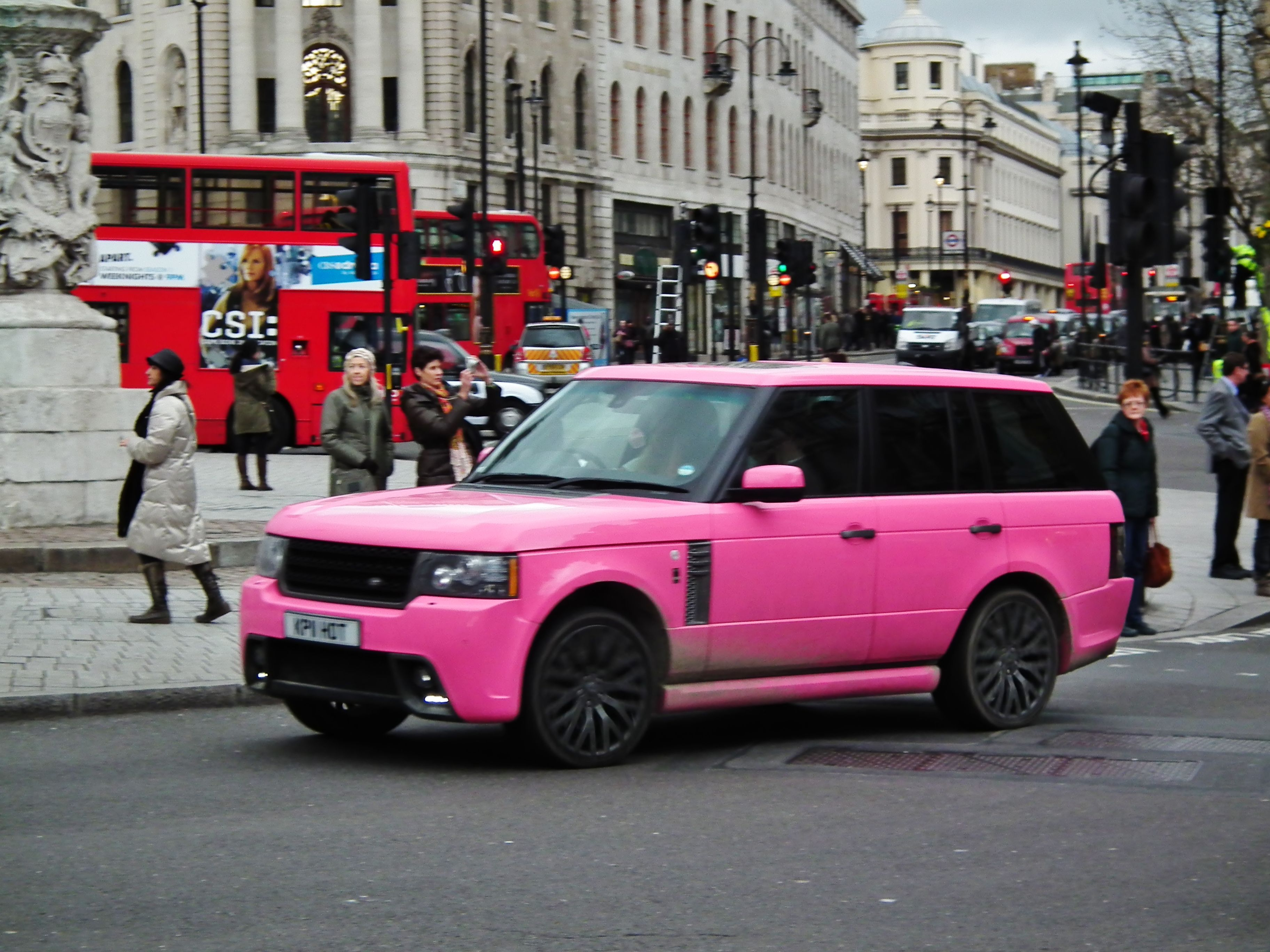 2- Pink on a small car may be but bright Pink on a Range Rover? oh no #pinkrangerovers 2- Pink on a small car may be but bright Pink on a Range Rover? oh no #pinkrangerovers