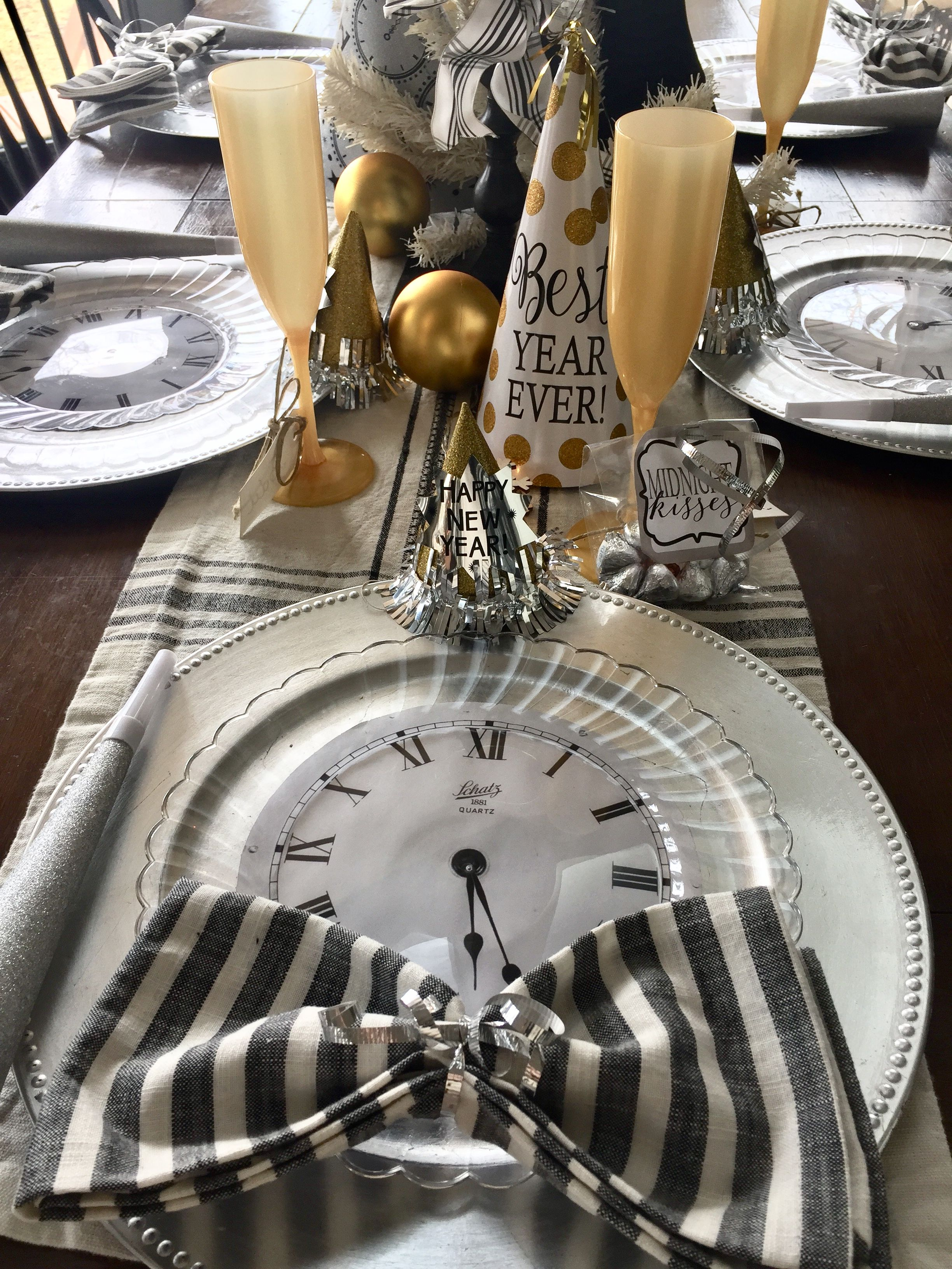 Create A Festive New Years Eve Table | New years eve, New ...
