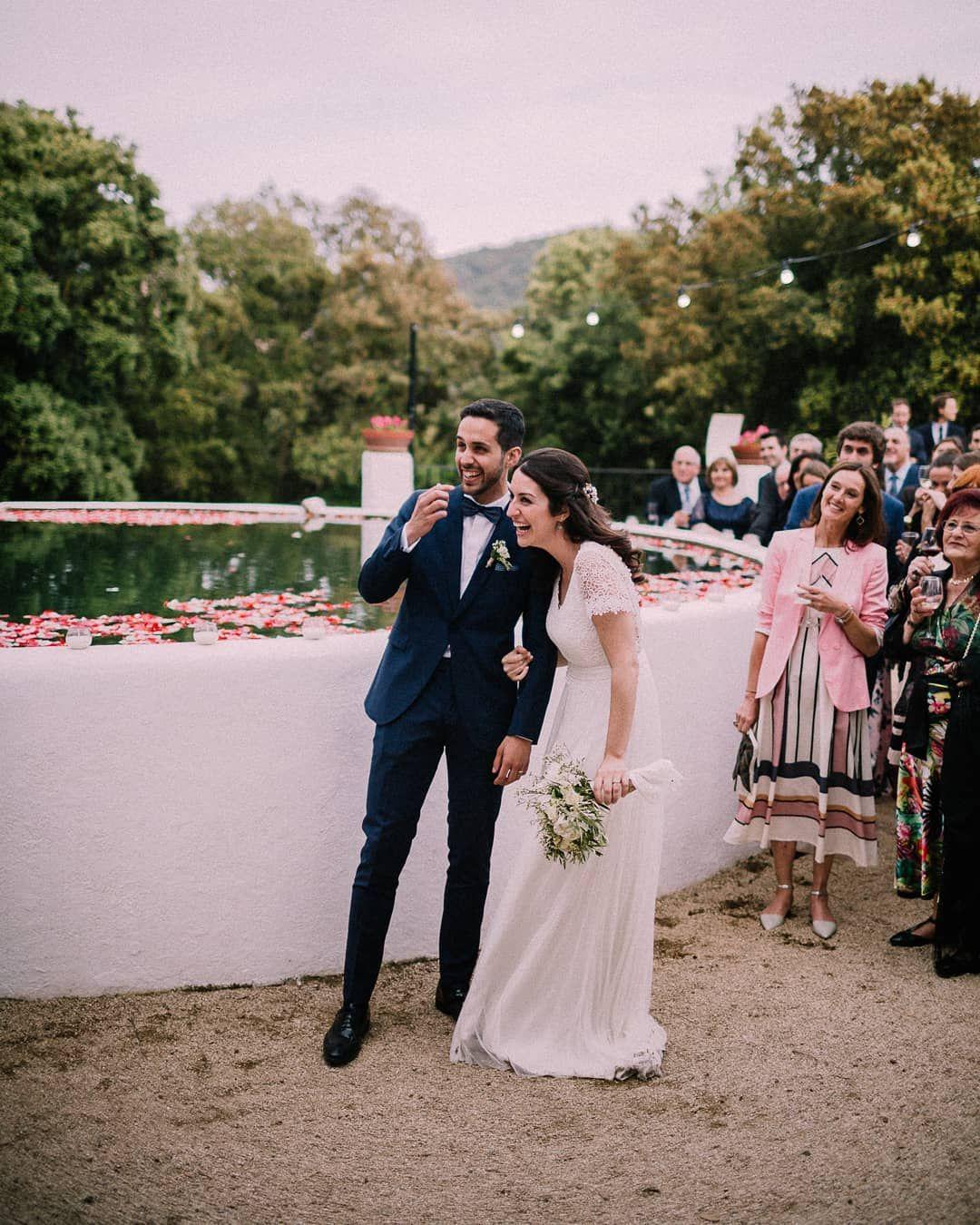 novios felices boda