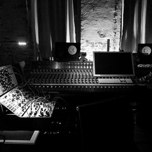 telefon tel aviv studio - http://instagram.com/p/lmD7WelDX8/