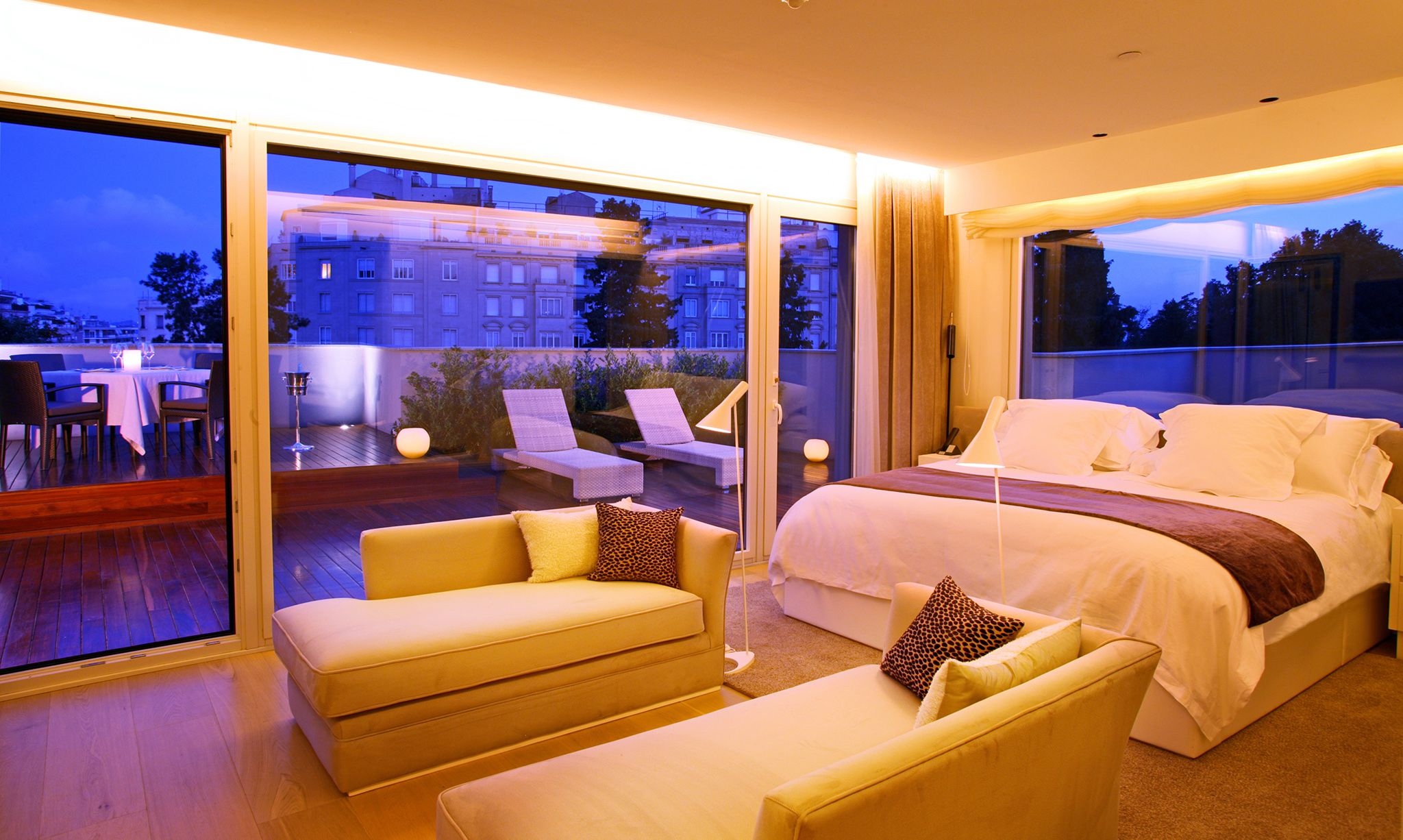 Beautiful Hotel rooms. Hotels next to Amsterdam Airport are most eye ...