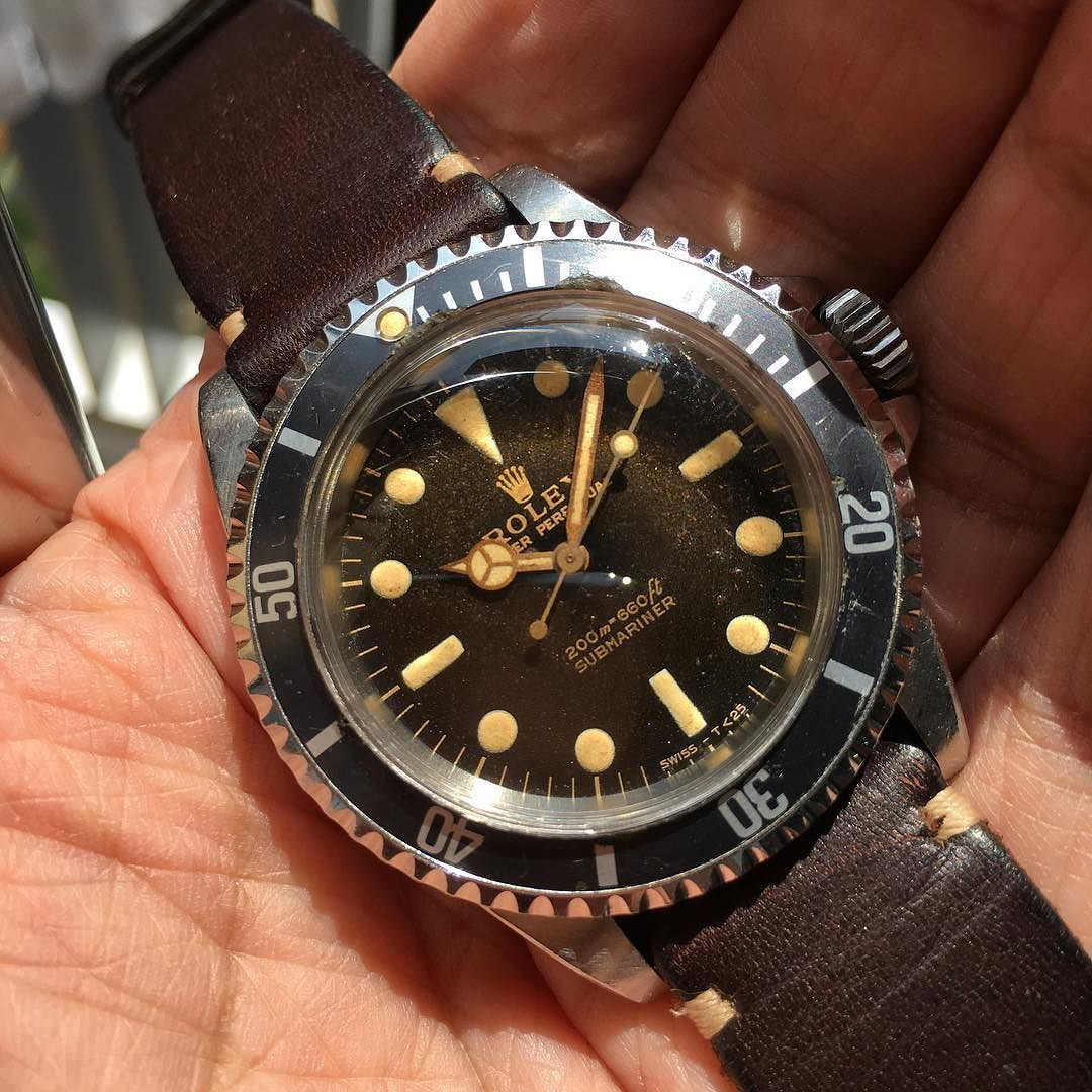 LITTLE ROWN GILT DIAL NDER THE LOOKS NICER #rare #rarerolex #Rolex #nbtimes #rolexpassion #sub #submariner #tropical #chapterring #gilthands #gilt #giltsub #giltdial #luxury #antique #cartier #tiffany #vintage #vintagerolex #5513 #brown #glossy #brownie #browndial #christies #swiss #paulnewman #mirror #milsub #200m by nbtimes