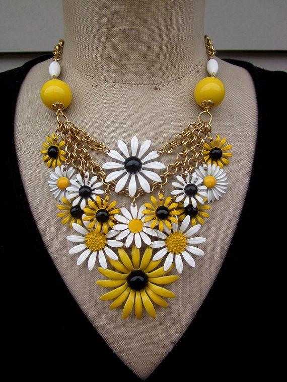 Vintage Enamel Flower Bib Statement Necklace Daisy
