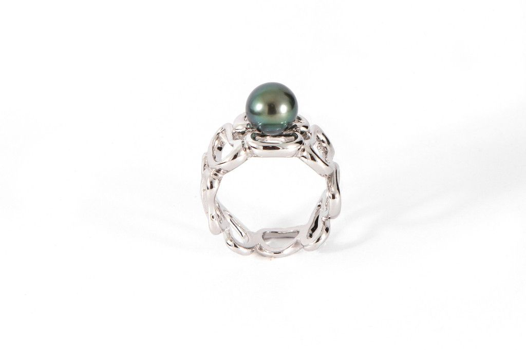 Green peacock Tahitian pearl on a swirl of silver.
