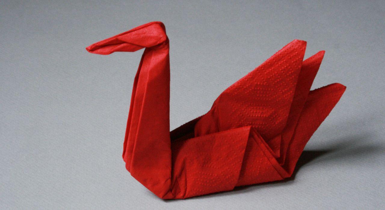 Pliage de serviette : la forme cygne | Pliage serviette ...