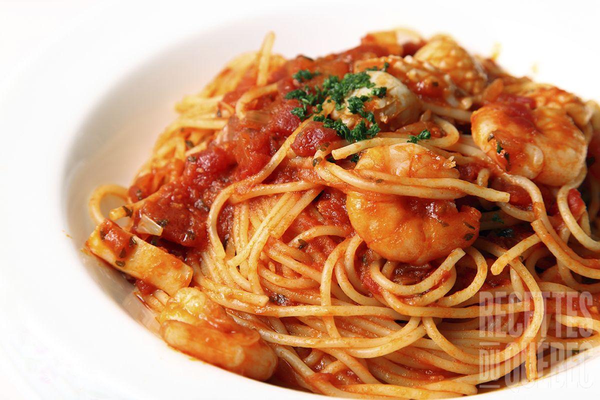 p tes aux crevettes sauce tomate recettes du qu bec plat pinterest crevette sauce. Black Bedroom Furniture Sets. Home Design Ideas