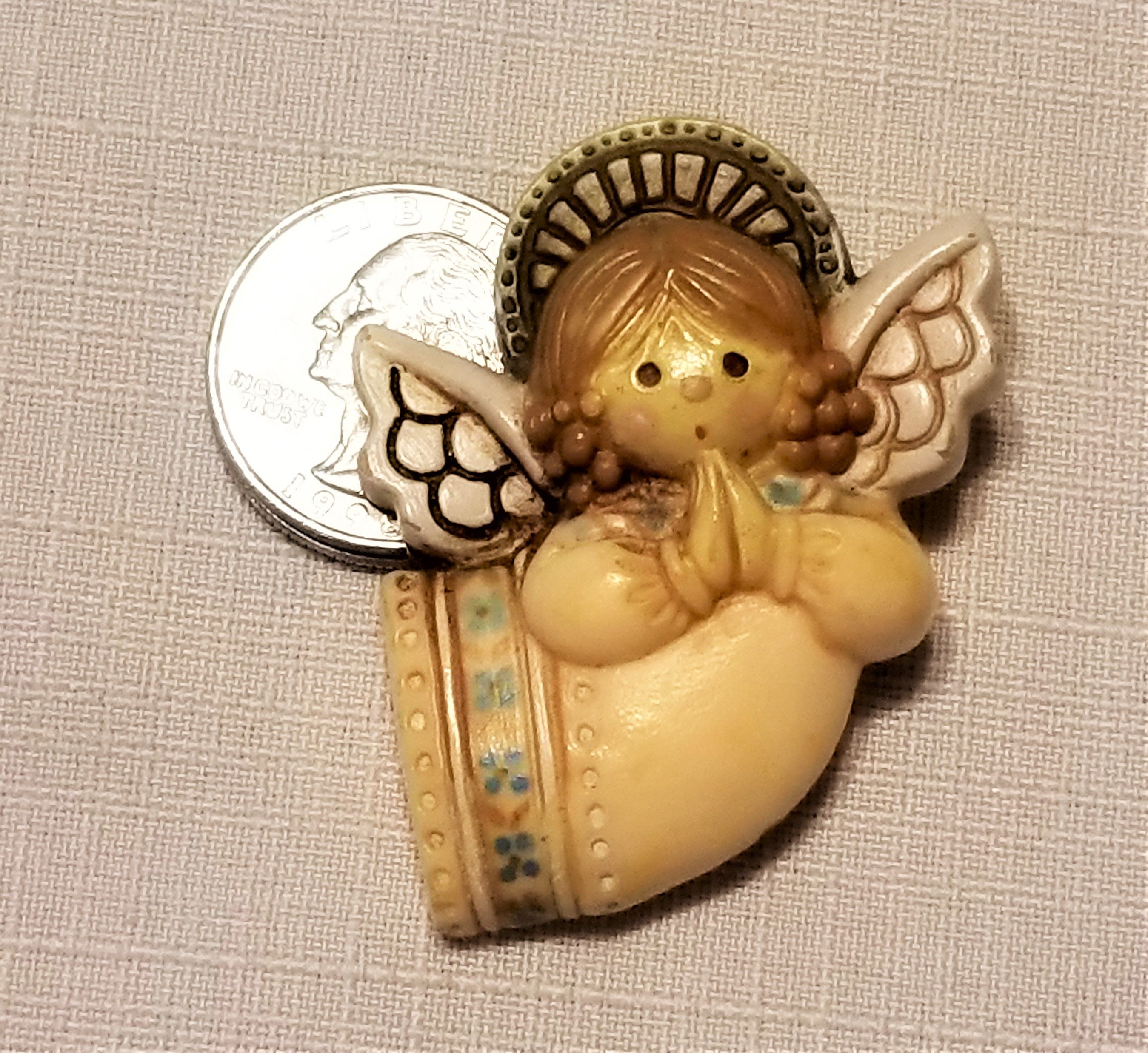 CH135 Vintage Hallmark Pin of a Beautiful Praying Angel