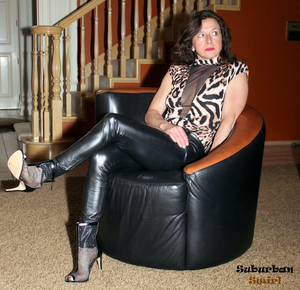 Mystique Born Tanera Womens Platform Sandals Black Waxed Suede XH