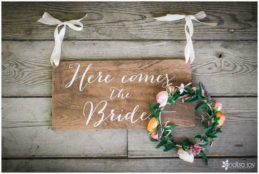 Here comes the Bride Sign, Ringer Bearer, Flower Girl - Don't worry ladies, i'm still single - Wooden Wedding Signs - Wood by PaperandPineCo on Etsy (null)