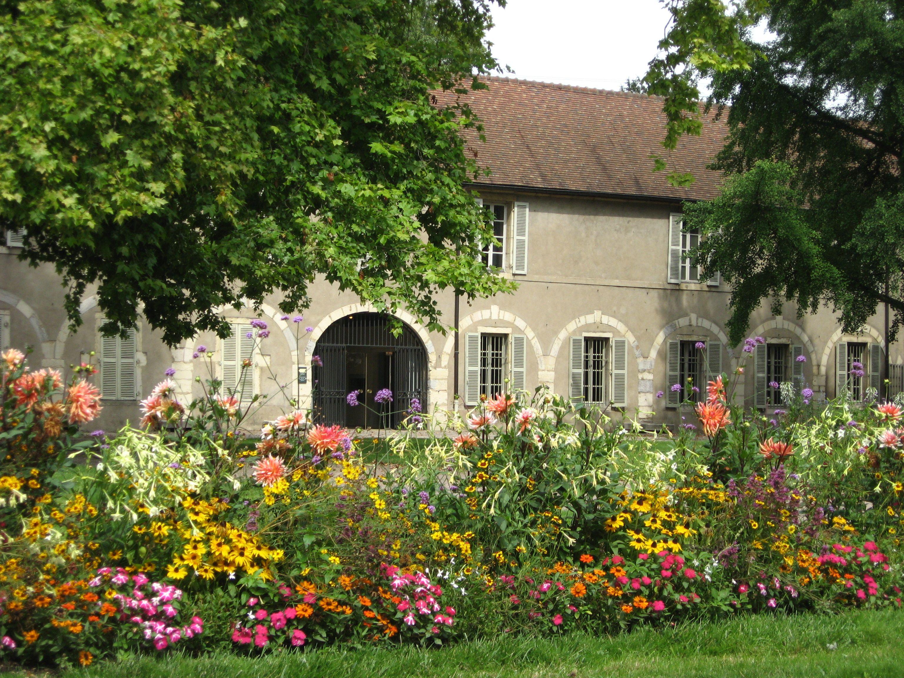 FRANCE - Côte d'Or : le jardin de l'Arquebuse à Dijon, dont le nom rappelle le souvenir du terrain de manoeuvre des arquebusiers.