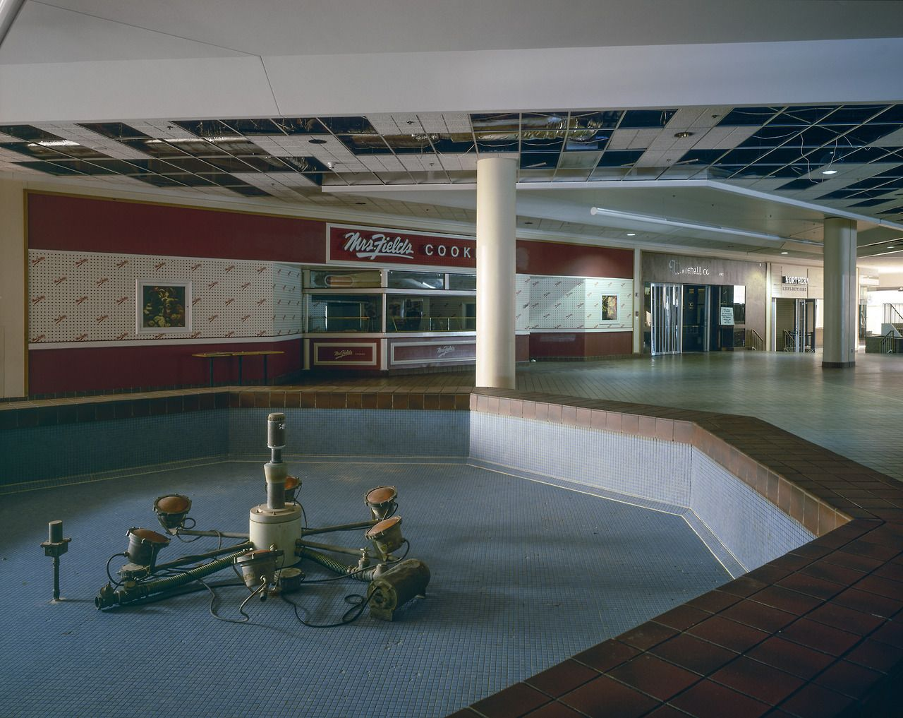 Villa Italia Mall, Lakewood, Colorado Ron Pollard