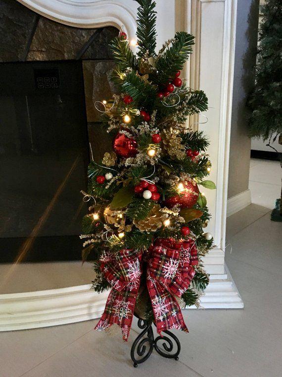 Christmas Topiary Tree Red Country Snow Flake Ribbon With Led Cordless Light 26x11 Inch Life Like Topiary Tree Coronas De Navidad Bricolaje De Decoraciones De Navidad Arbol De Navidad Delgado