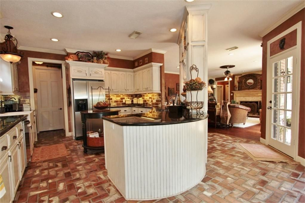 Captivating Large Kitchen With White Island