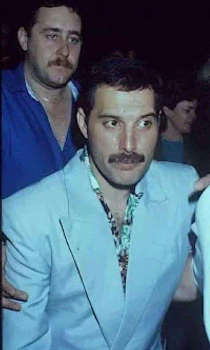 La Muerte De Freddie Mercury Su Asistente Personal Reveló Detalles De Sus últimas Horas Freddie Mercury Freddy Mercury Fredy Mercury