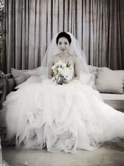 c4baa987eb1b3 Vera Wang Diana Size 8 Wedding Dress – OnceWed.com   Trends