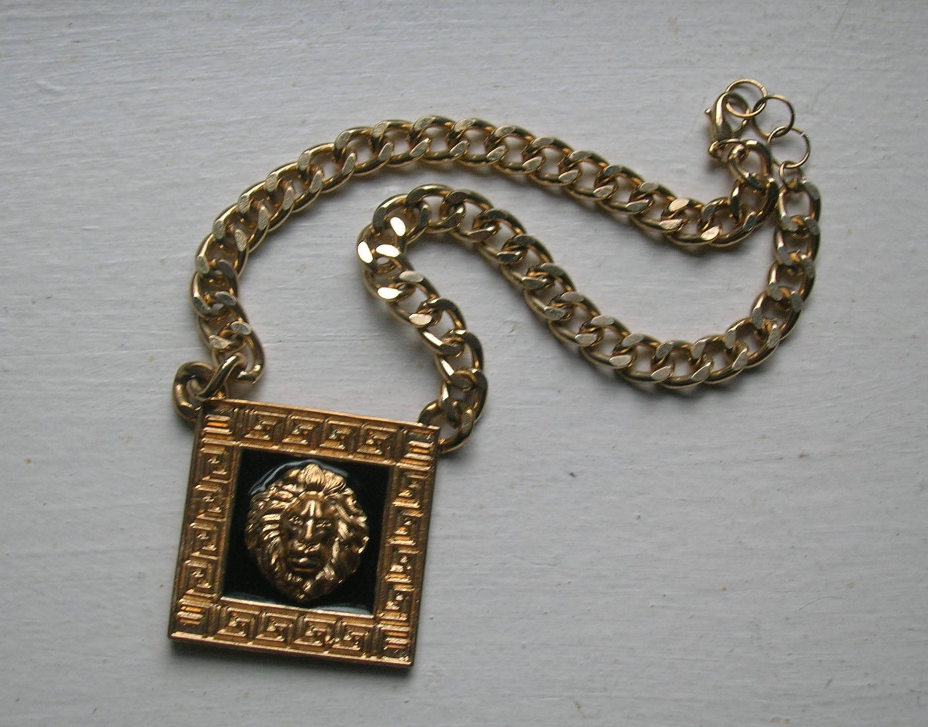 lion necklace valentino in best lyst pendant image metallic