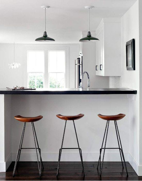 Cocina con barra y taburetes desayunador cocinas de for Sillas y taburetes de cocina en ikea
