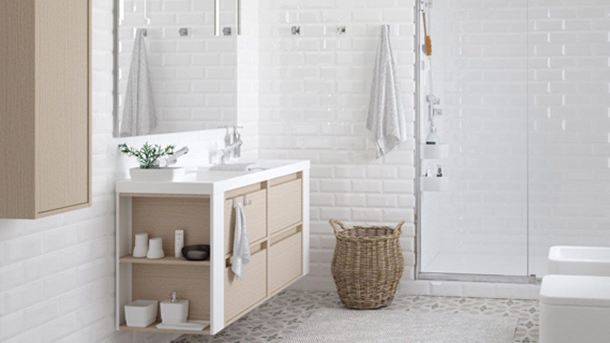 Baño blanco con ducha - muebles de baño en madrid