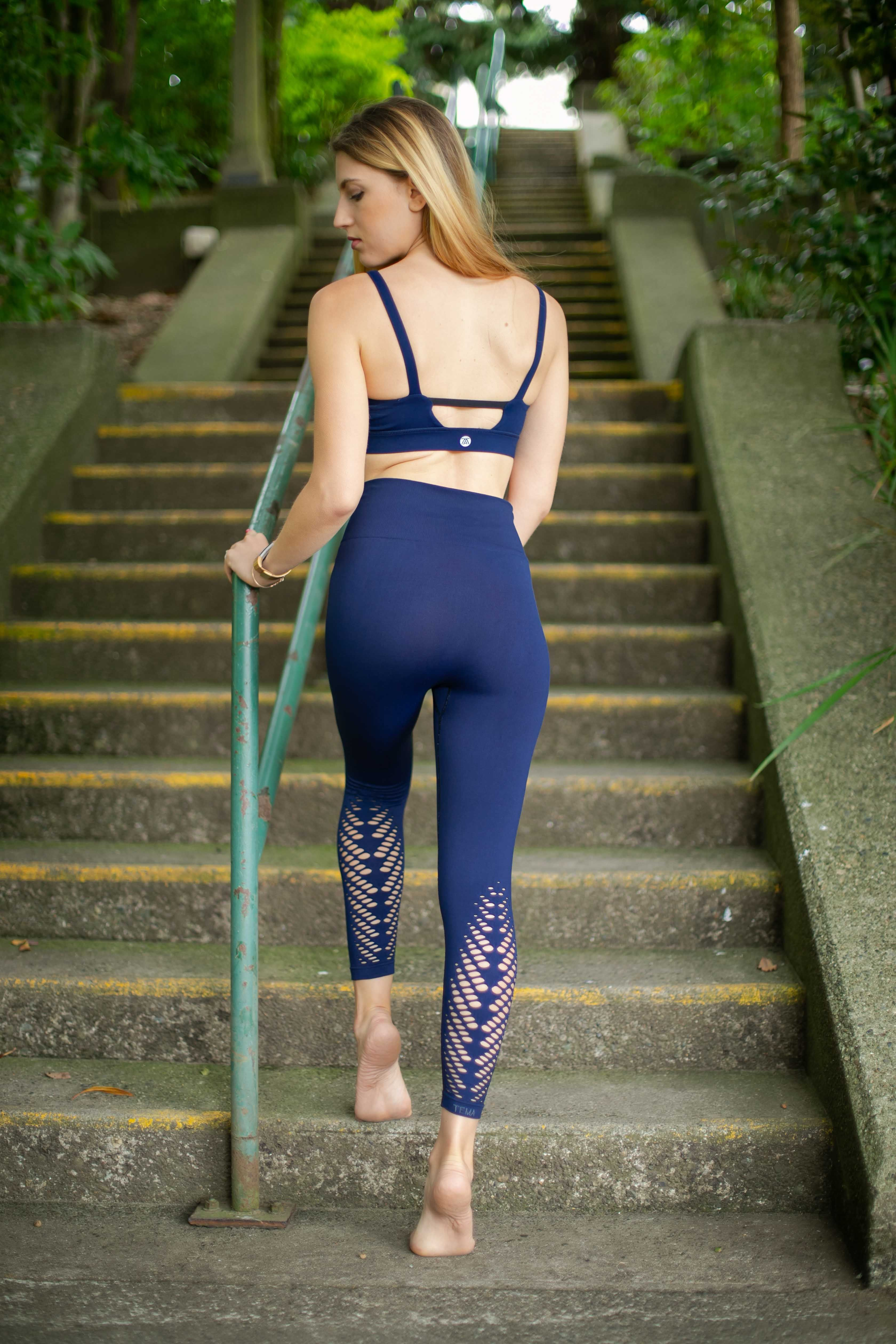 339908c5cea409 Beautifully crafted seamless leaf pattern leggings are a great piece for  your Yoga, Barre or Gym activities. High waist with compression that gives  you a ...