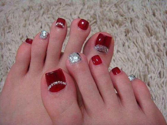 33 Christmas Toenail Art Design Ideas 2018 To Inspire Pretty Toe Nails Toenail Art Designs Toe Nail Art