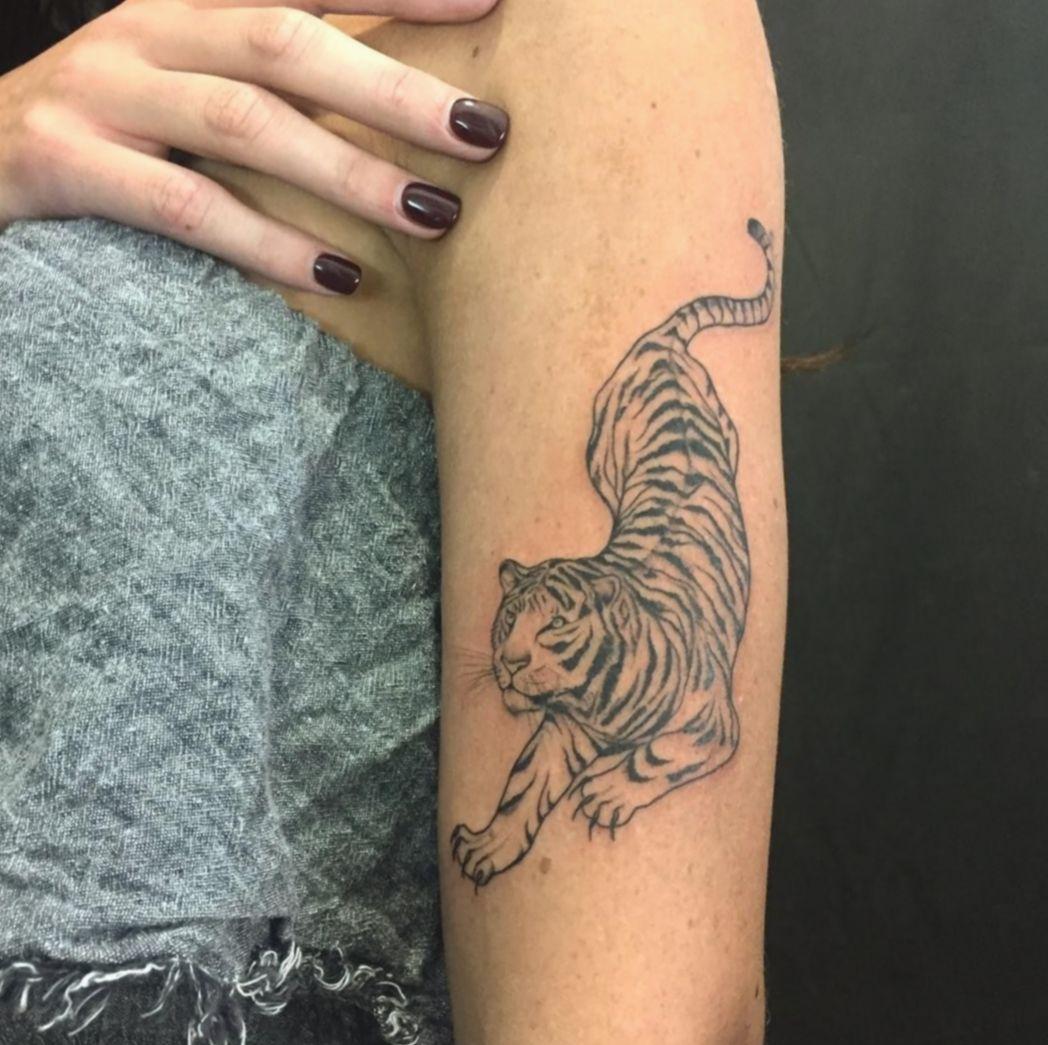 8 Tattoo Back Of Arm Tiger In 2020 Tiger Tattoo Leopard Tattoos Tattoos