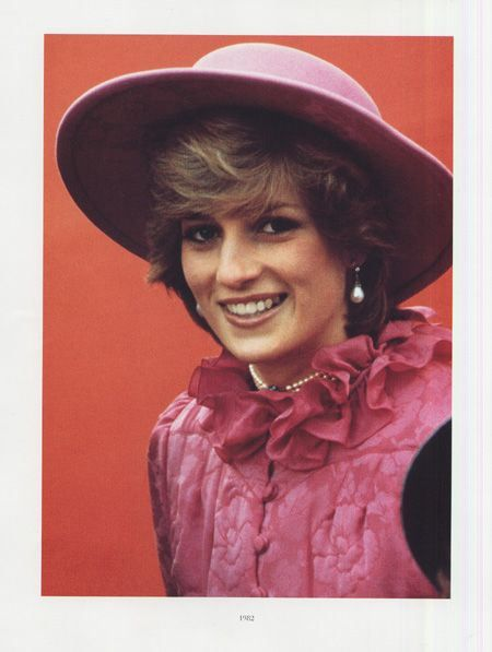 Ruffled collars on pink outfit are so dashing?:
