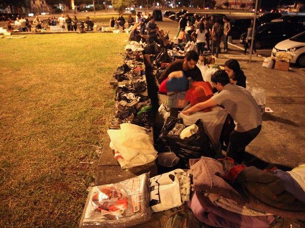 Grupo faz rotas noturnas para tirar 'invisibilidade' de moradores de rua em SP