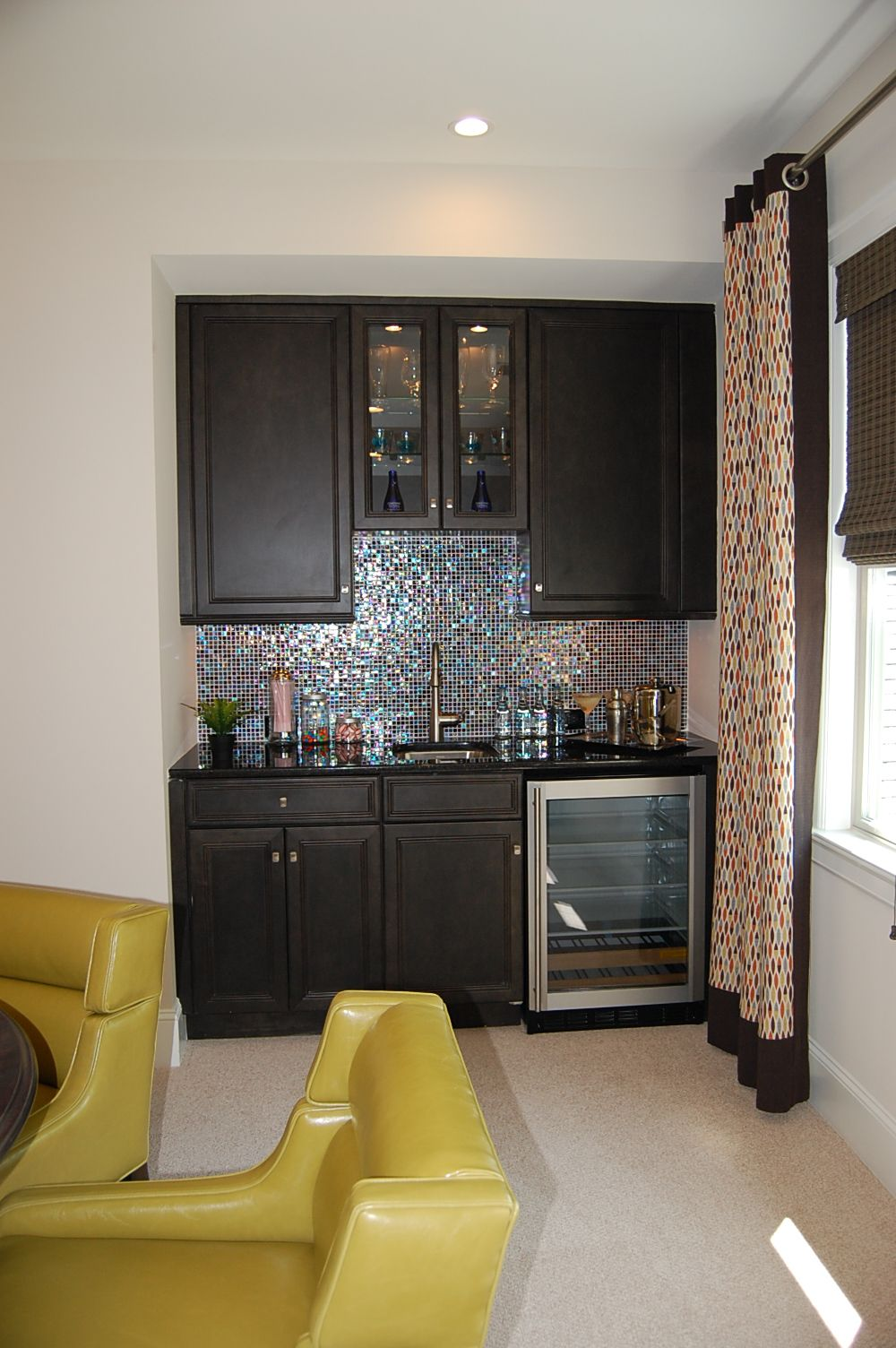 Bonus room wet bar different backsplash and add small for Small bar area ideas