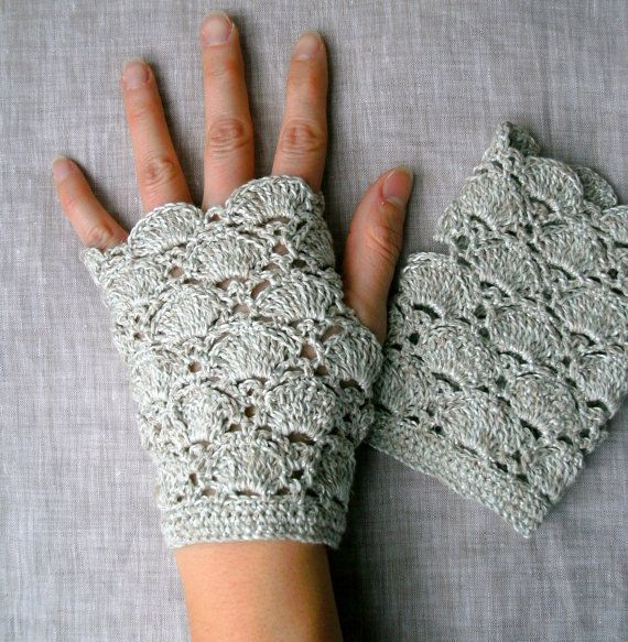 Fingerless gloves do these come in black