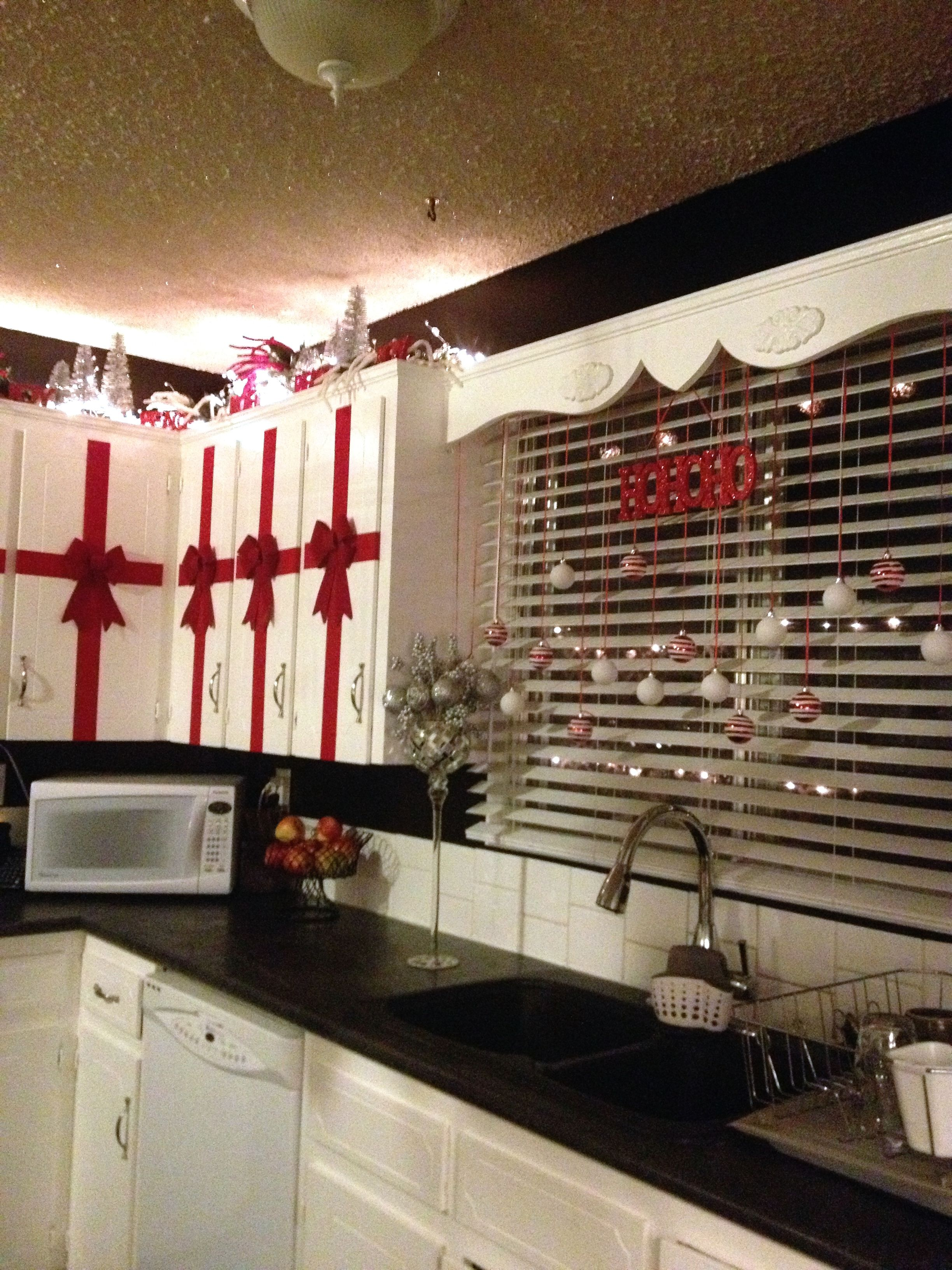 Red White Black And Silver Christmas In The Kitchen Rolls Of Red