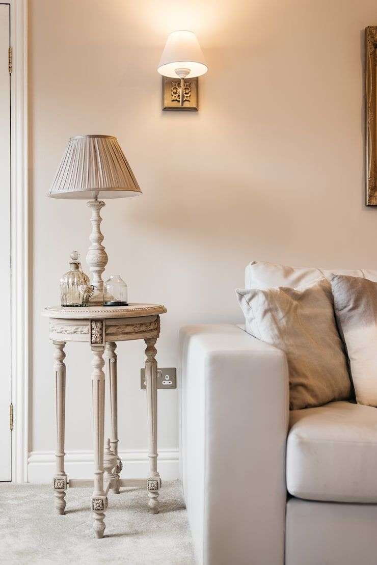French shabby chic living room de katie malik interiors - Comprar decoracion vintage ...