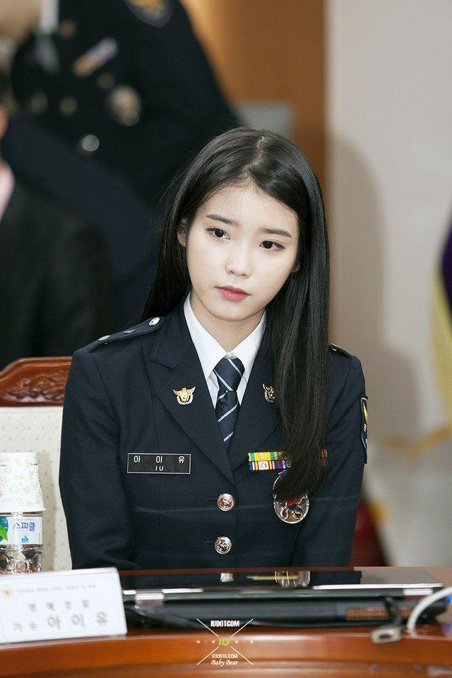 8 Gorgeous Photos Of IU The Senior Police Officer!   예쁜 한국 여자, 한국 여배우, 경찰복