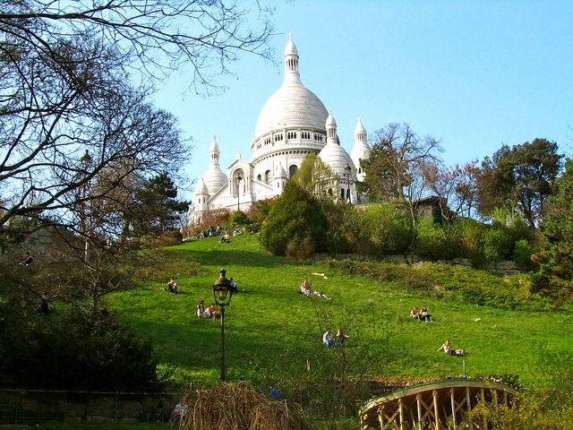 A warm spring day in Montmartre has to be spent on its grassy hills