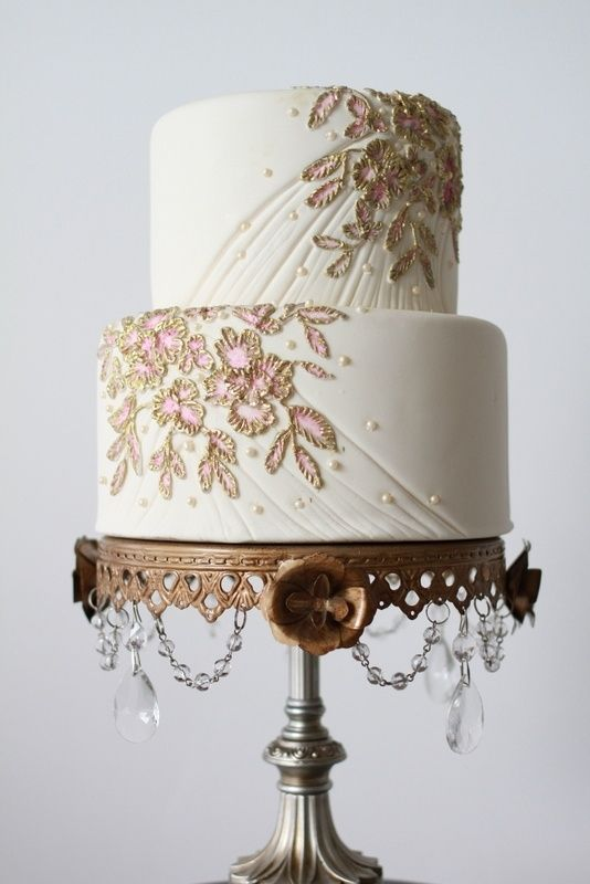 Gold brush embroidery design, what a beautiful cake.