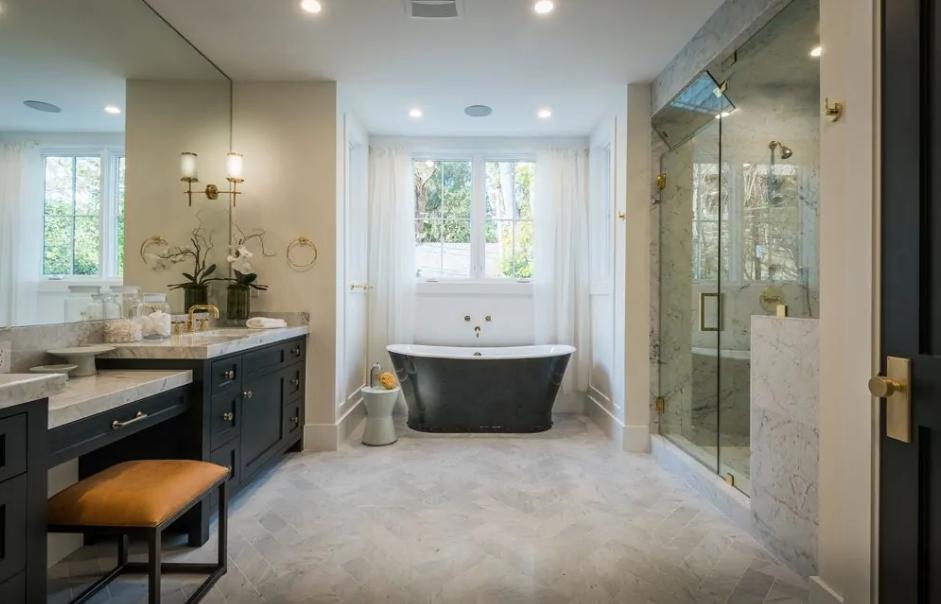 30 Beautiful Luxury Master Bathrooms Decorating Ideas Pinzones Luxury Master Bathrooms Bathroom Layout Bathroom Decor