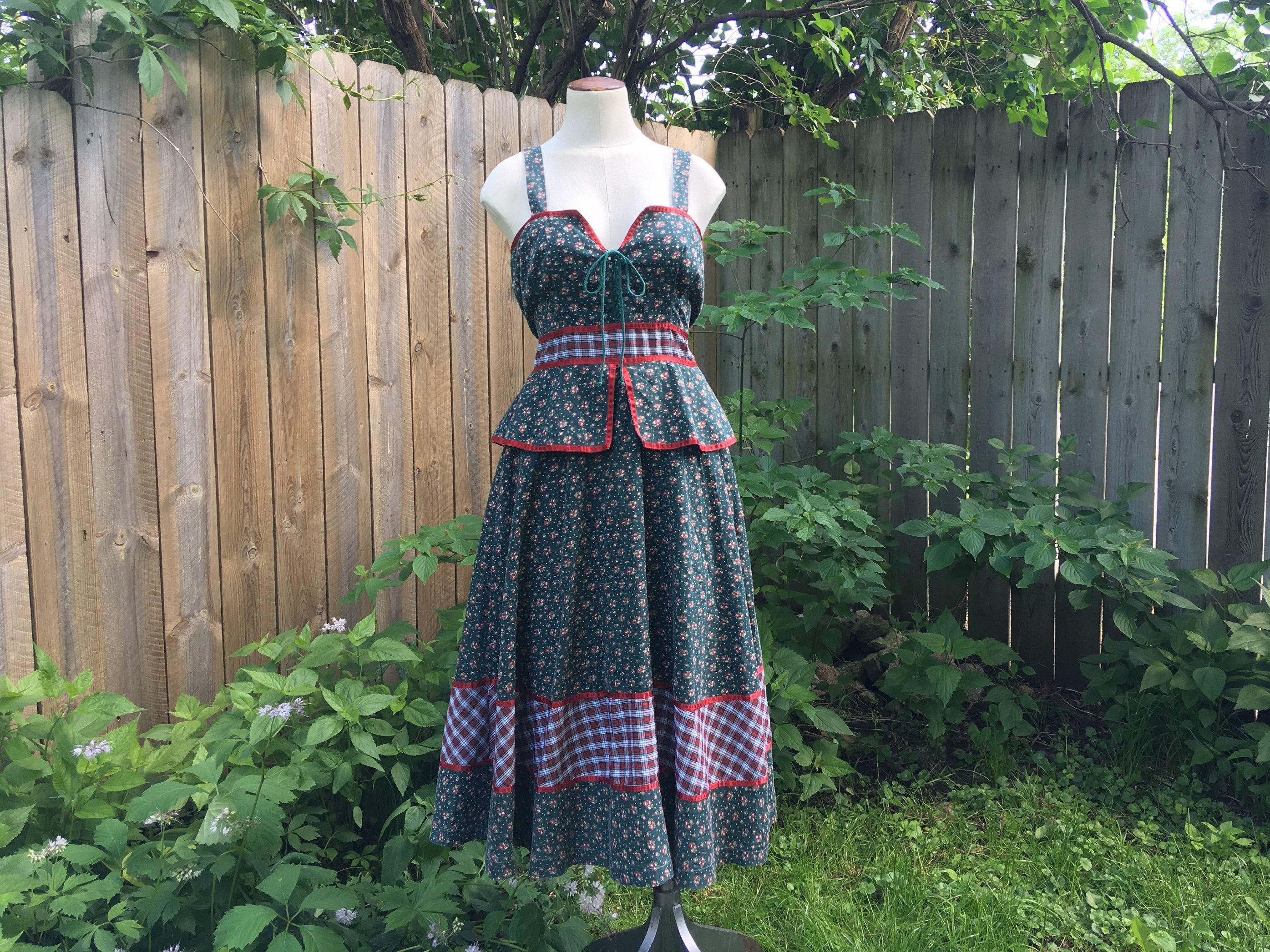 Size 13 Green Gunne Sax Summer Sun Dress Peplum Midi Prairie Dress Cottagecore Vintage Dress Jessica Mcclintock Gunnies Prairie Dress Vintage Dresses Gunne Sax [ 2093 x 2791 Pixel ]