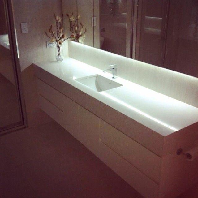 Waschtisch Mit Integriertem Waschbecken Und Grossem Spiegel