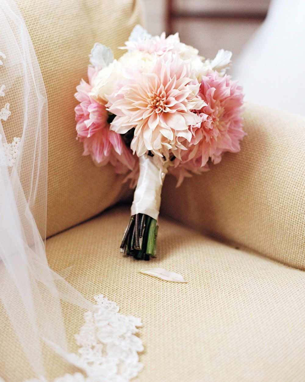 Single Flower Wedding Bouquets For Minimalist Brides Wedding Bouquets Pink Small Wedding Bouquets Flower Bouquet Wedding