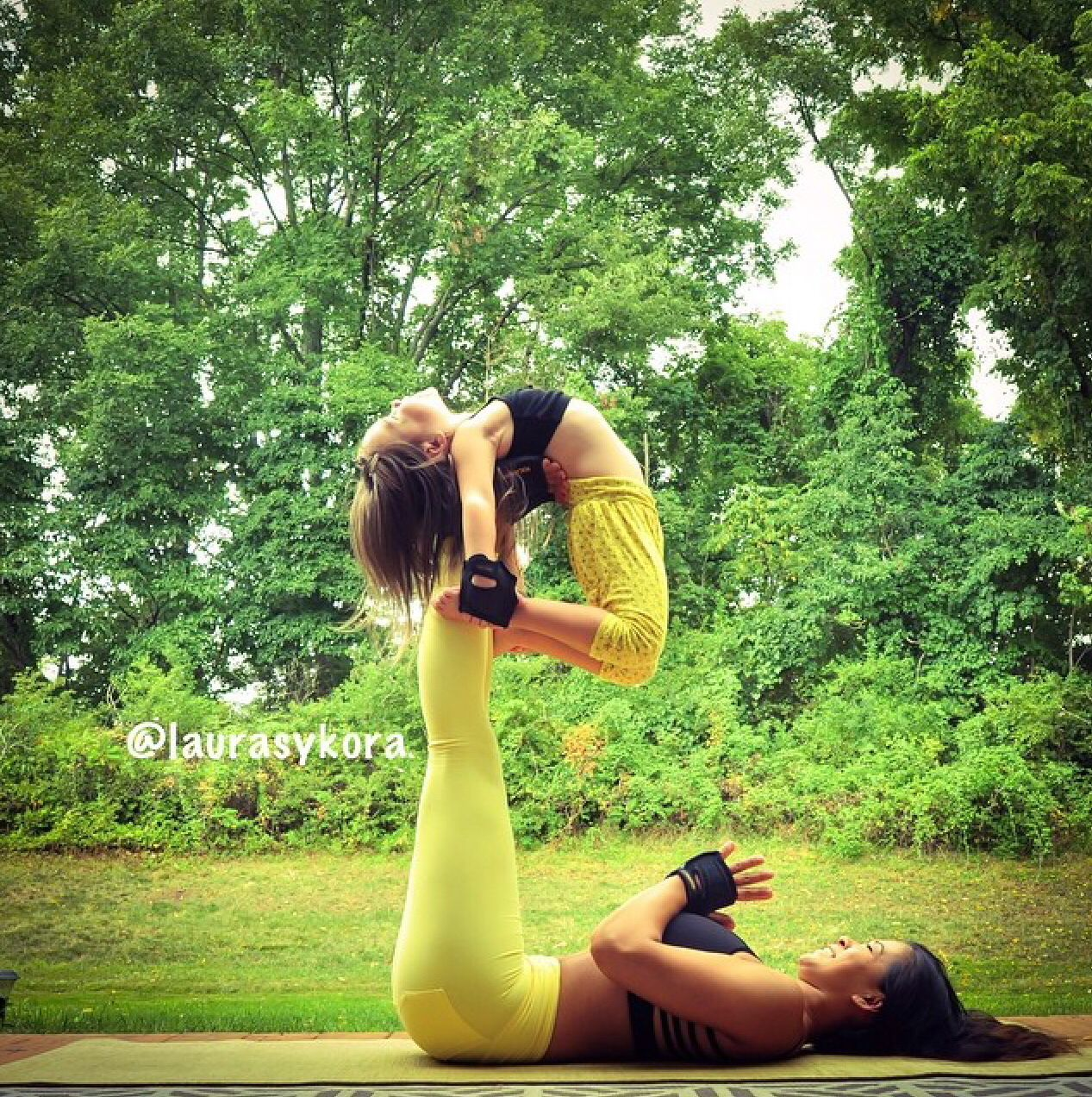 These 14 Mother-Daughter Yoga Photos Are Truly Spectacular