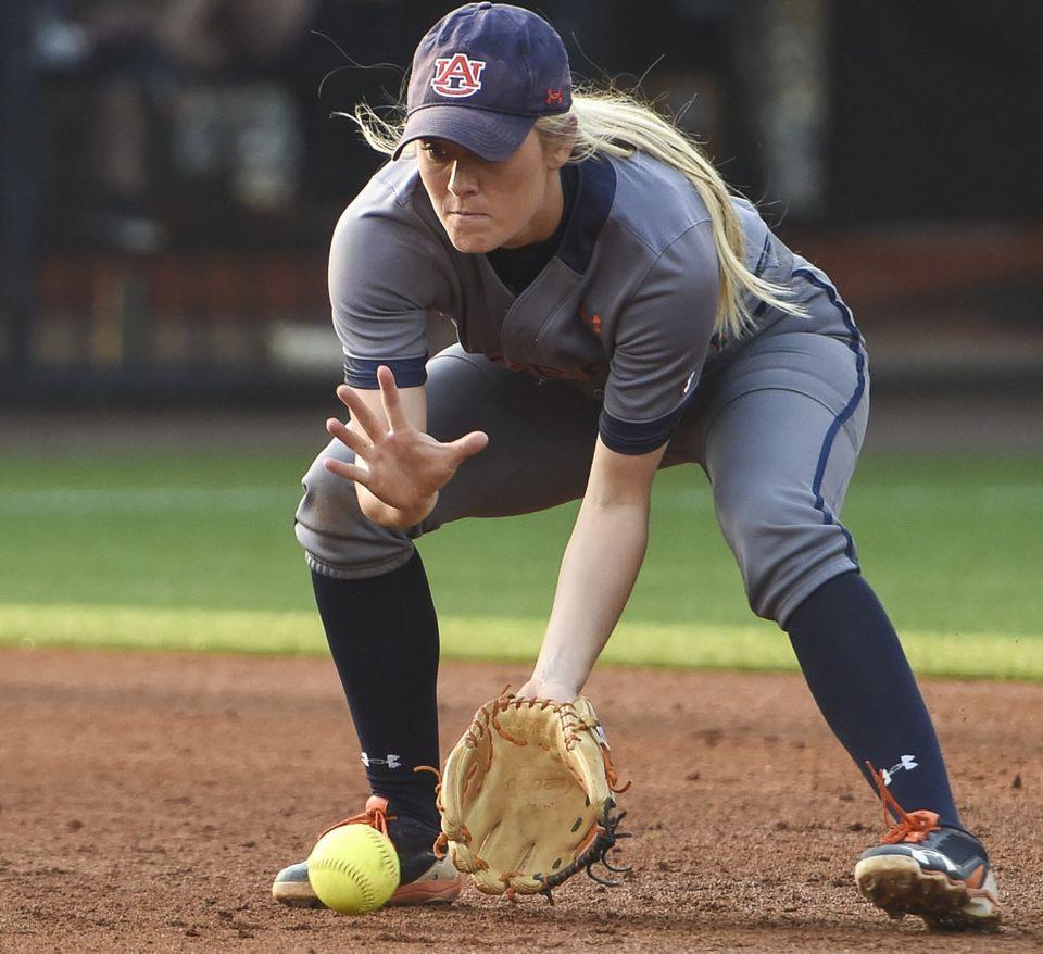 Auburn Softball Chronicle Tigers Sweep Mississippi State Alabama Looms Big Auburn Softball Softball Photography Softball