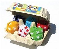 Originele babysokjes in een eierdoosje. Verschillende stijlen om uit te kiezen! lekker origineel nu sokken weer hip zijn en géén fout cadeautje meer zijn.