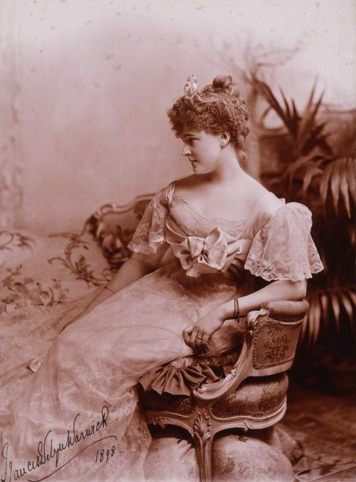 After her affair with the PoW ended in 1898, Daisy fell in