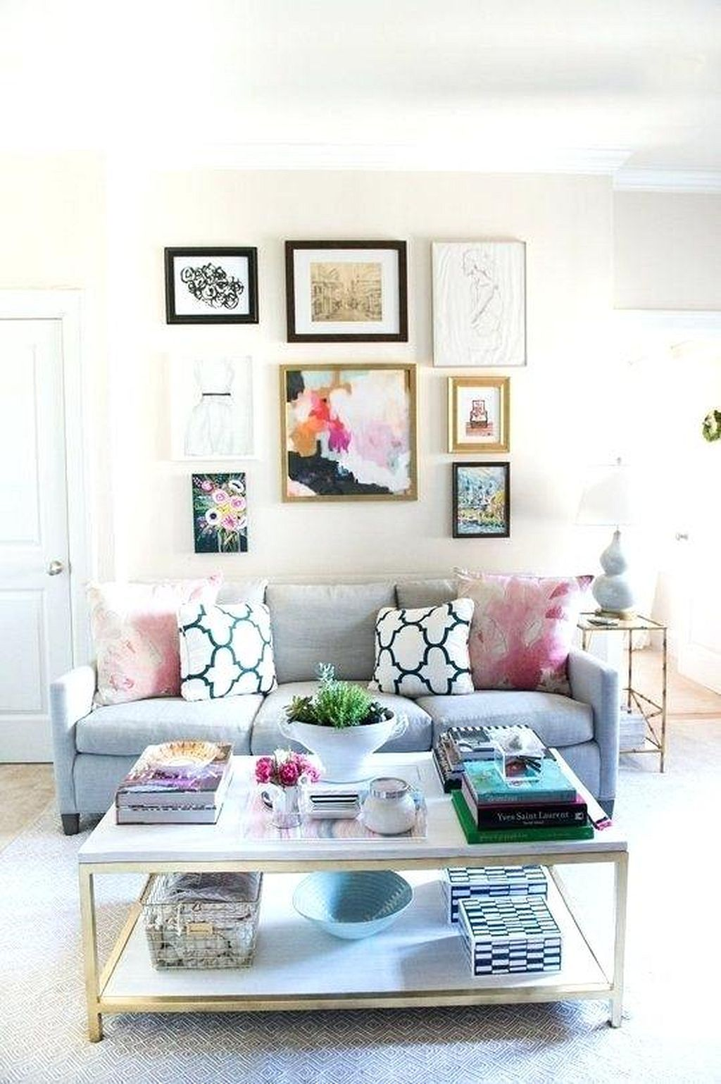 Gorgeous 25 DIY Low Budget Small Apartment Decorating Ideas  Https://homegardenmagz.