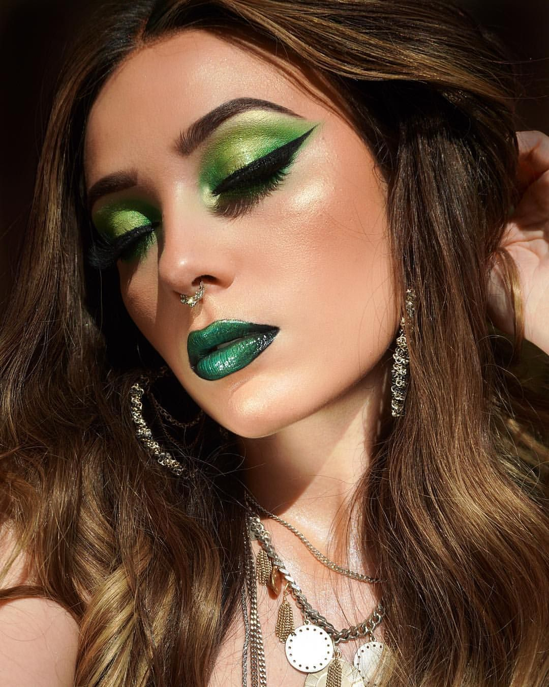 Today's look! Now I think I want a green apple 🍏 I was