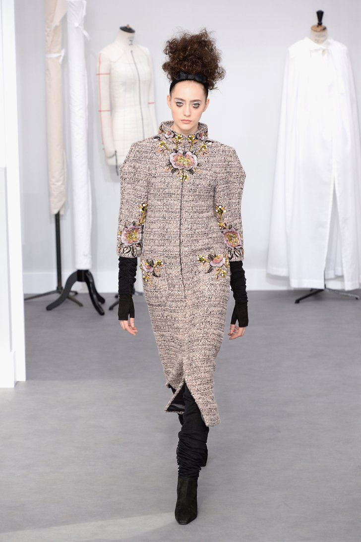 Pin for Later: Karl Lagerfeld nimmt euch mit in Chanel's Haute Couture Atelier Chanel Haute Couture Herbst/Winter 2016