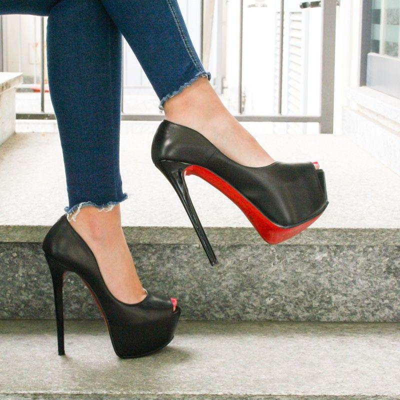 Gorgeous Heels, Donna D'errico, Fashion Shoes, Pumps, Stuff Stuff, Choux  Pastry, Court Shoes, Pump Shoes, Pump