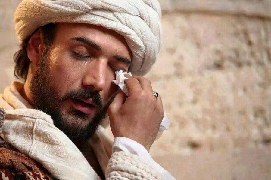 إنه يبكي لا بل إنه صمد حتى أشفقت عليه عيناه مولانا الرومي آصف طعمة Rumi Quotes Lovers Beautiful Quran Quotes Karbala Photography
