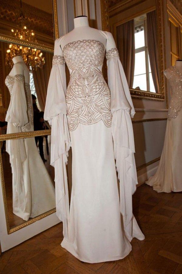 3883f90a6d8 Dilek Hanif Haute Couture 2013 Vestido Medieval