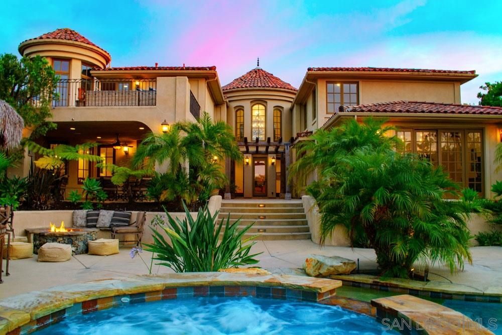 Carmel Valley San Diego Ca Check Out This 7 Bedroom 5 0 Bath Property Located At 5868 Meadows Del M Beachfront Home California Real Estate San Diego Houses