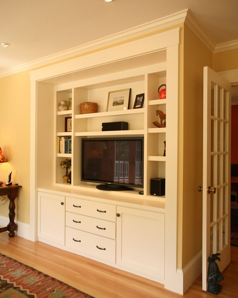 Family room built-in book case and TV cabinet. www.mvconstruction.com